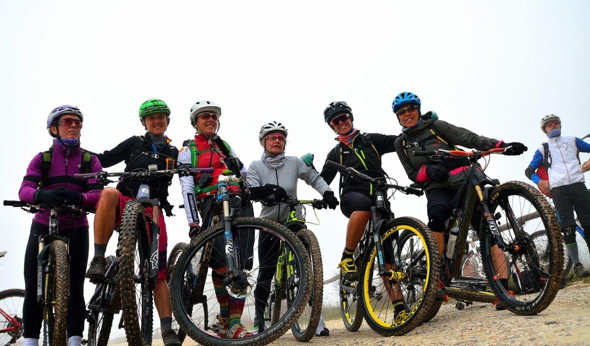 ragazze in bici alla pedalata ride like a girl sui Colli Euganei