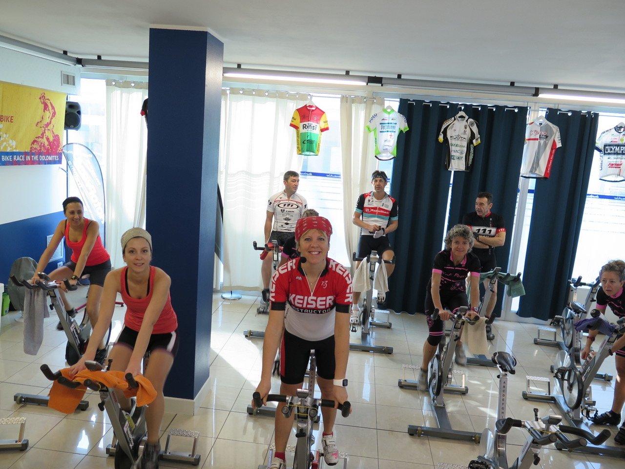 allenamento invrenale spinning o bicicletta su rulli
