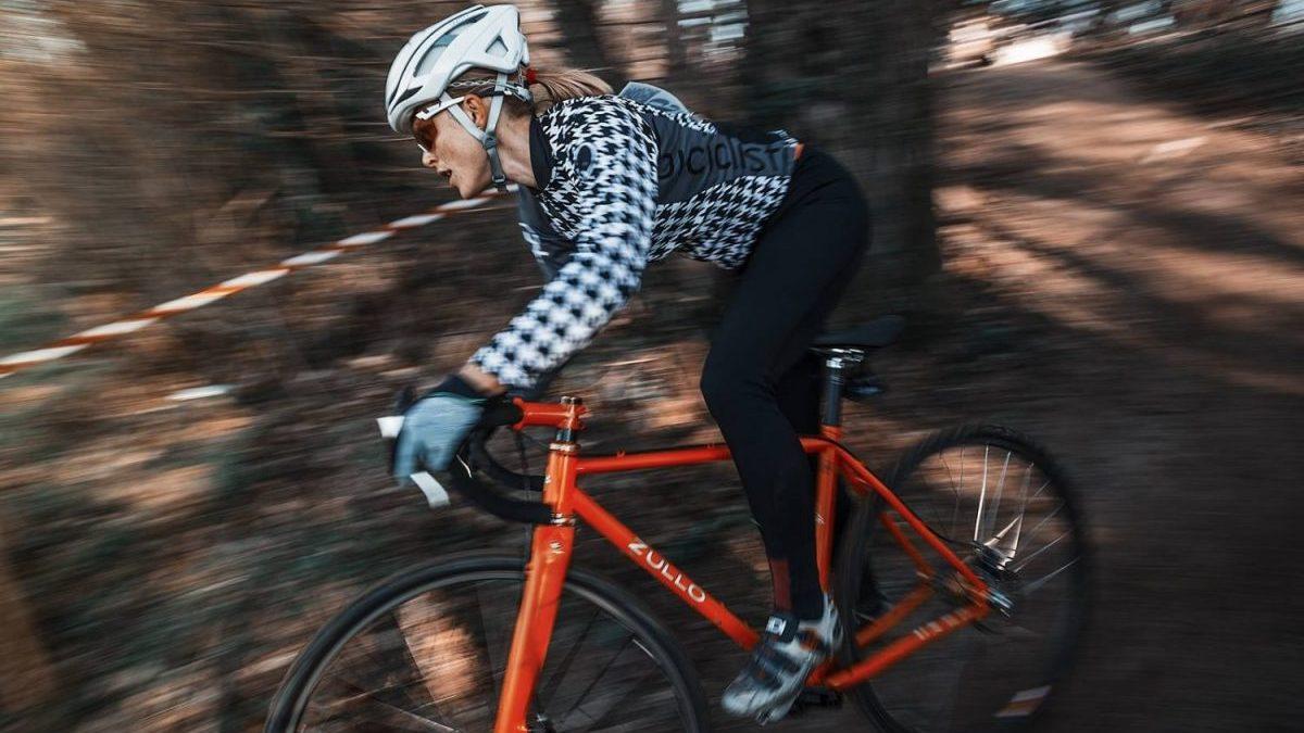 elena martinello durante una gara di ciclocross