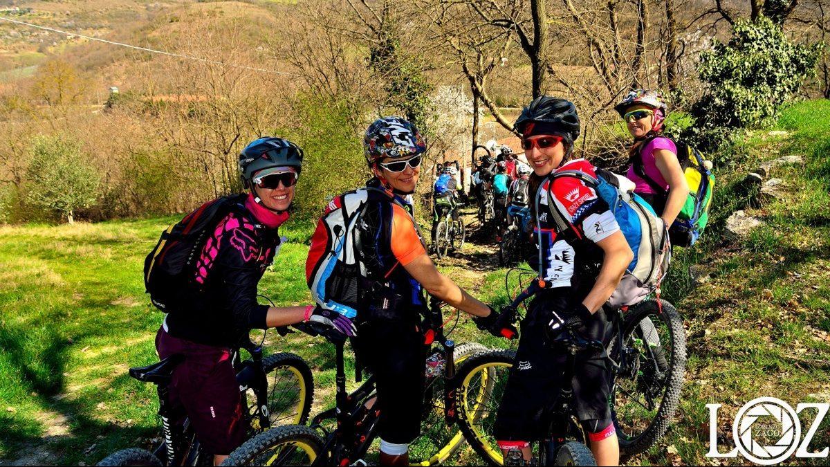 donne in bici sui colli euganei per la terza pedalata Ride Like a Girl Project