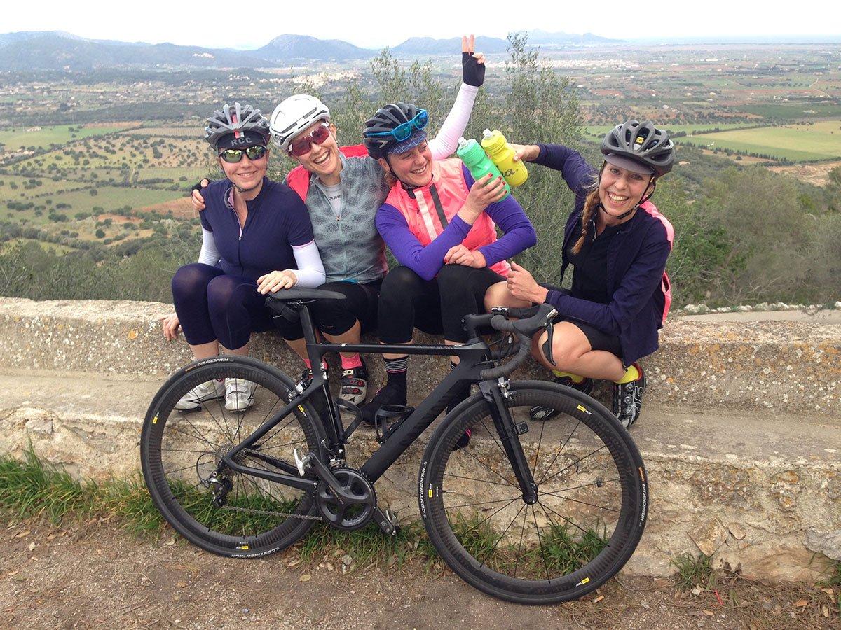 donne in bici e idratazione