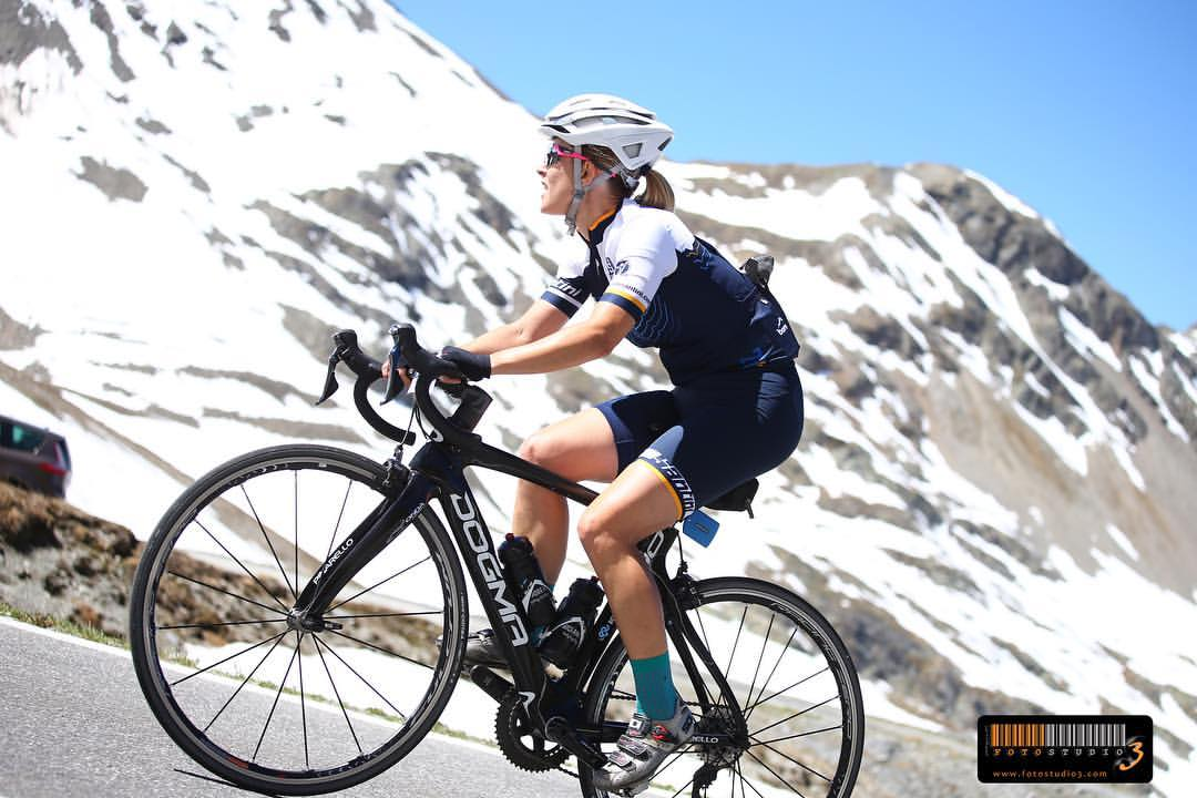 Granfondo Stelvio Santini elena martinello in bici da corsa