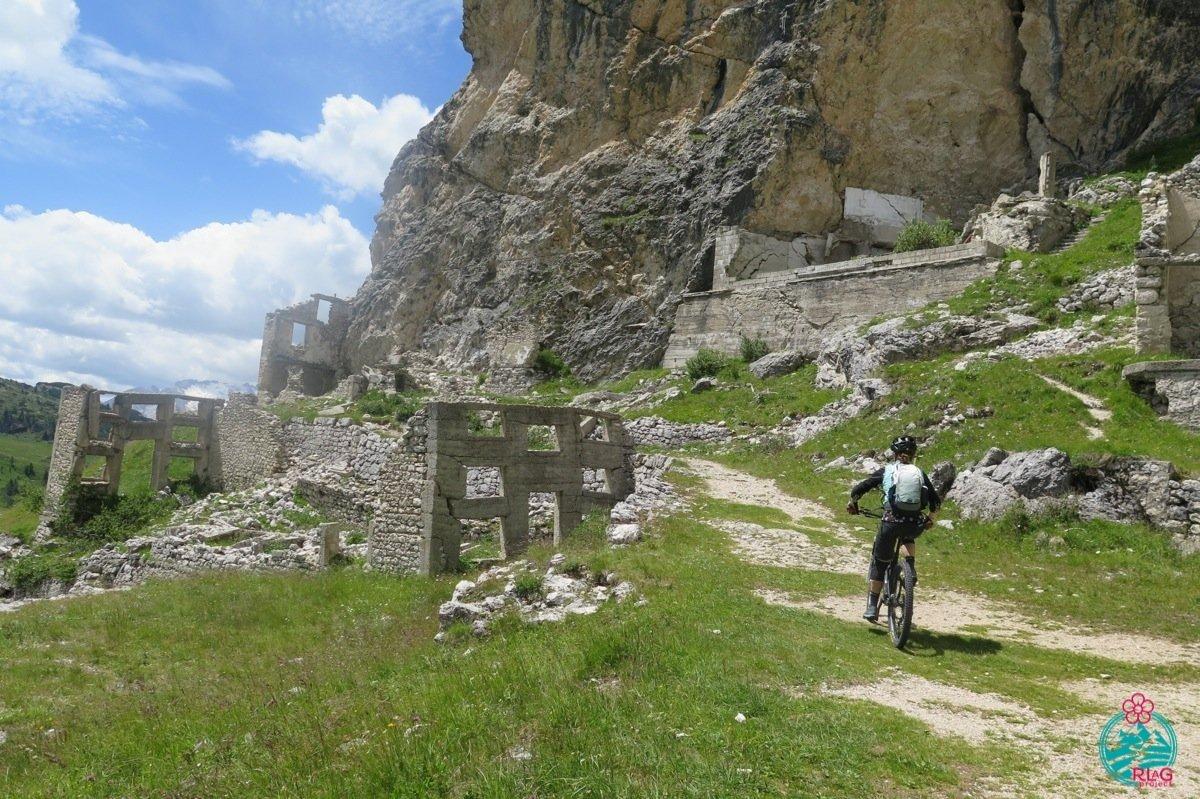 Grande Guerra cortina in mountain bike. Giro della Tofana di Rozes.