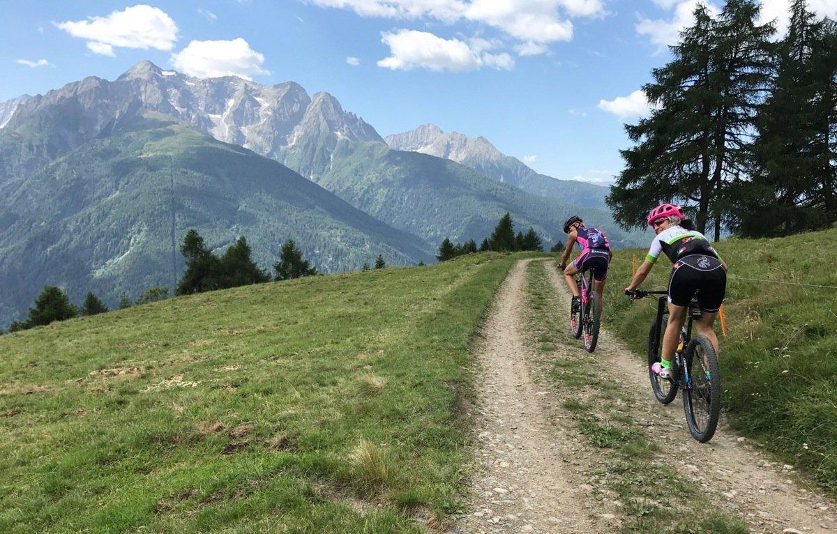 Paola Pezzo in bici per il Ponte di Legno Tonale Bike Days