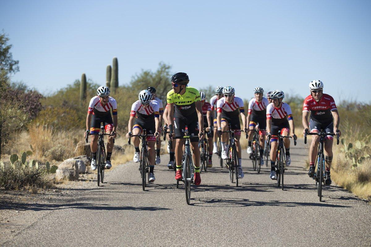 Alberto Contador con i ragazzi della Fondazione nel Saguaro National Park in Arizona