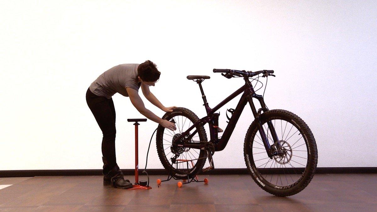 Gonfiare le gomme della bici mountain bike