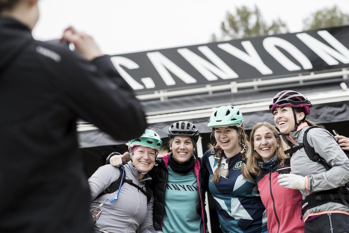 Alcune ragazze presenti al Canyon women press camp 2018 in Fracia